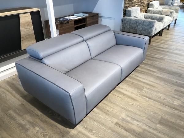 Sofa egoitaliano Stefanie Cool Blue Ice Lake elektr. Sitzverstellung beidseitig AUSSTELLUNGSSTÜCK